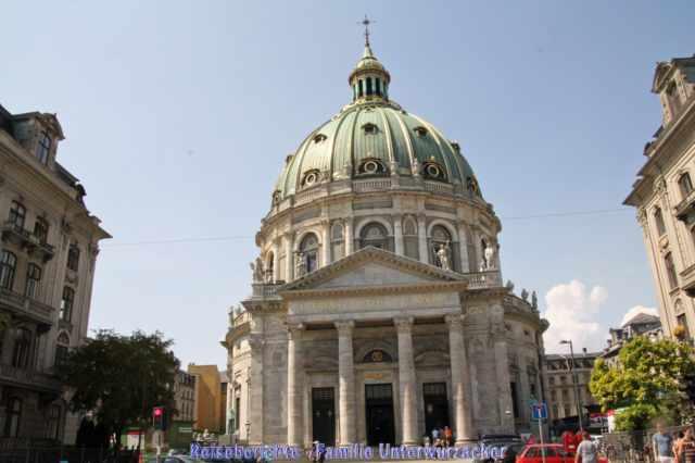 Die Frederikskirche erinnert mit der Kuppel an den Petersdom ...
