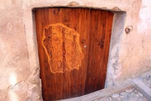 Corte auf einer Tür in Corte