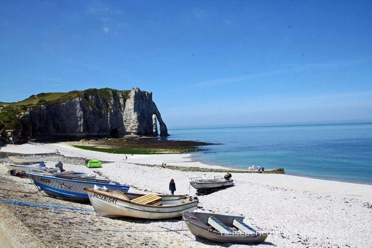 Der berühmte Felsen von Étretat in der Normandie ...