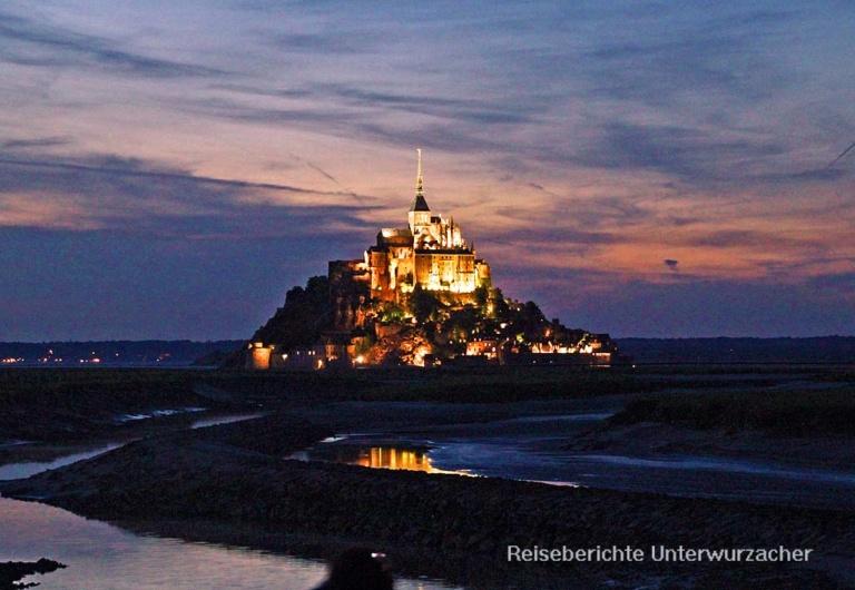 Le Mont Saint Michel bei Nacht ...