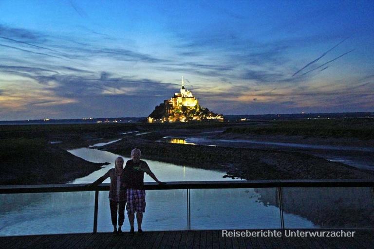 Sonja und Rupert genießen die Abendstimmung am Staudamm des Mont Saint Michel ...