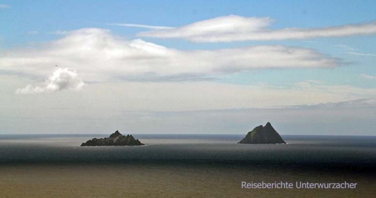 """Wie verwunschene Steine aus dem Film """"Herr der Ringe"""" liegen die Skellig Inseln vor der Küste des Ring of Kerry ..."""