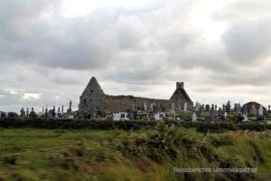 Allgegenwärtig in Irland - Friedhöfe ohne Dach ...