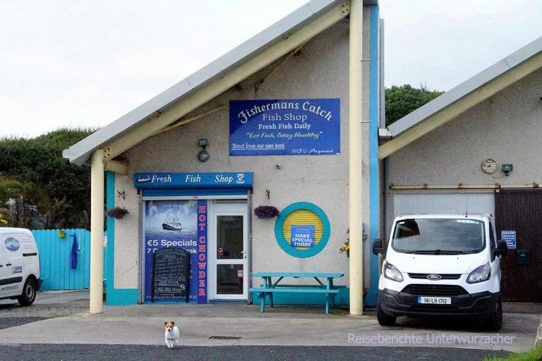 Riesen Wachhund bewacht das Fischereigeschäft ...