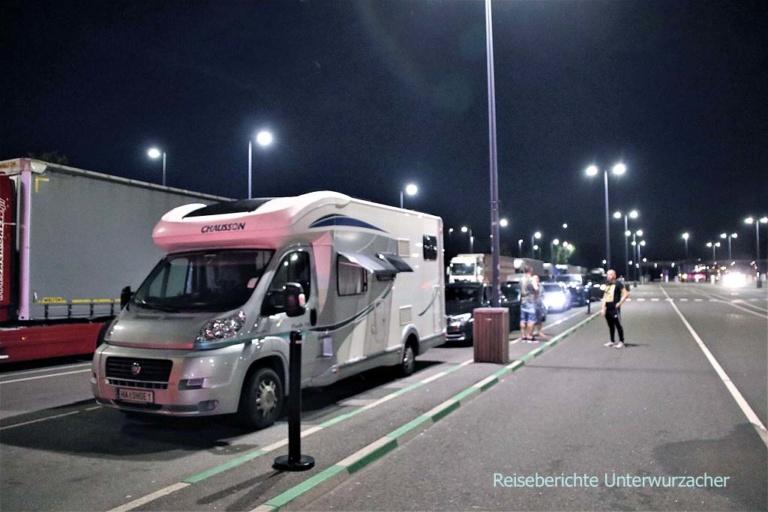 Wir warten auf die Fähre von Gedser (DK) nach Rostock (D) ...