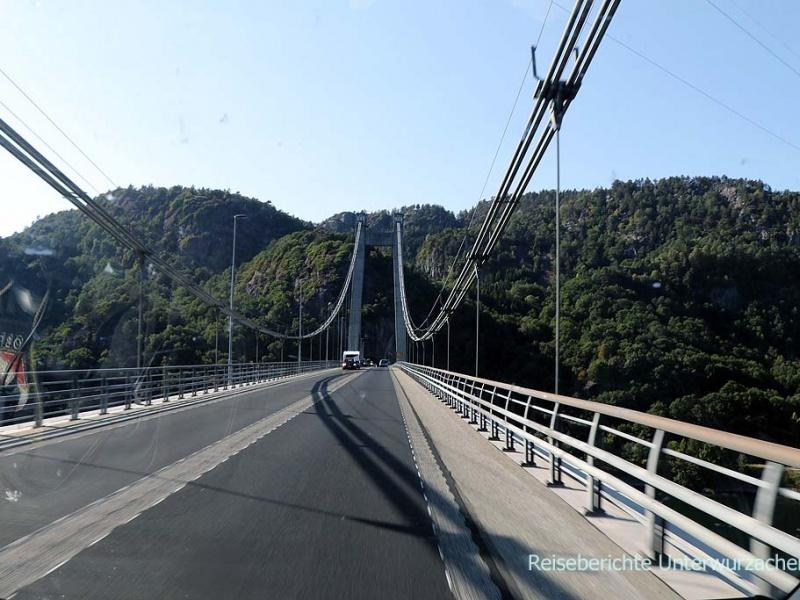 Typisch für Norwegen: Schöne Straßen, viel Wasser, Tunnel und sehenswerte Brücken ...