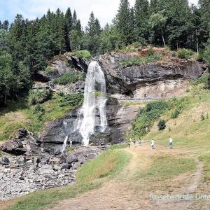 Kurzer Spaziergang zum Steinsdalsfossen