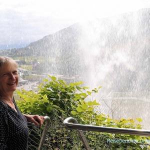 Steinsdalsfossen - hinter dem Wasserfall ...