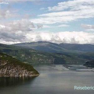 Märchenhafte Aussicht auf den Innvikfjorden ...