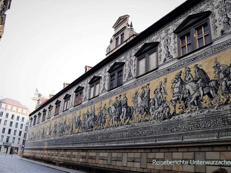 Dresden: Fürstenzug auf der Außenfassade  des Stallhofs