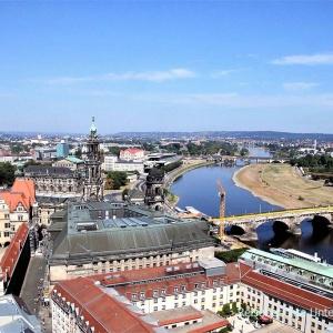 Blick auf Dresden von der Frauenkirche aus ...