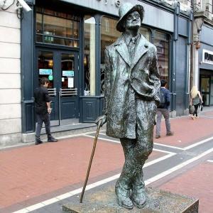 James Joyce Denkmal - irischer Dichter der Moderne ...