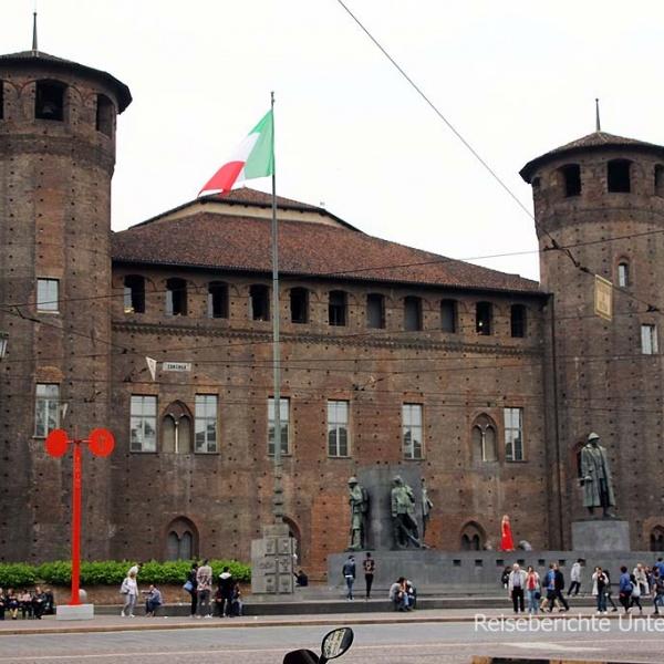 Piazza Castello ...