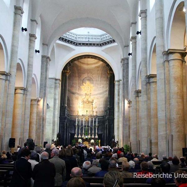 Hl. Messe im Turiner Dom ...