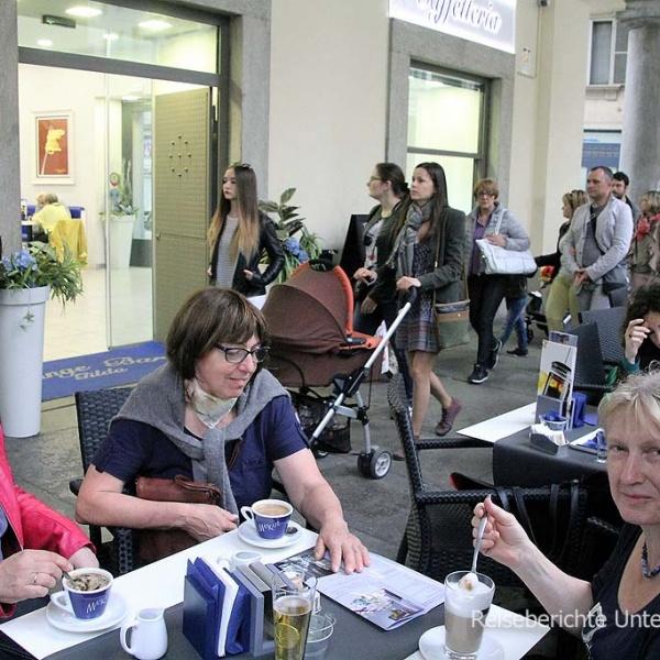 """Die """"Via Po"""" mir ihrer überdachten Einkaufsstraße lädt zum gemütlichen Kaffee ein ..."""