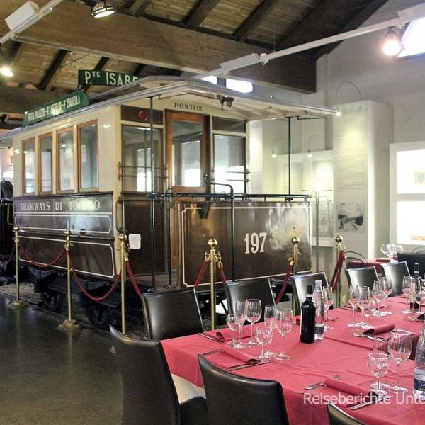 Die Talstation der Zahnradbahn verfügt über ein schönes Restaurant ...