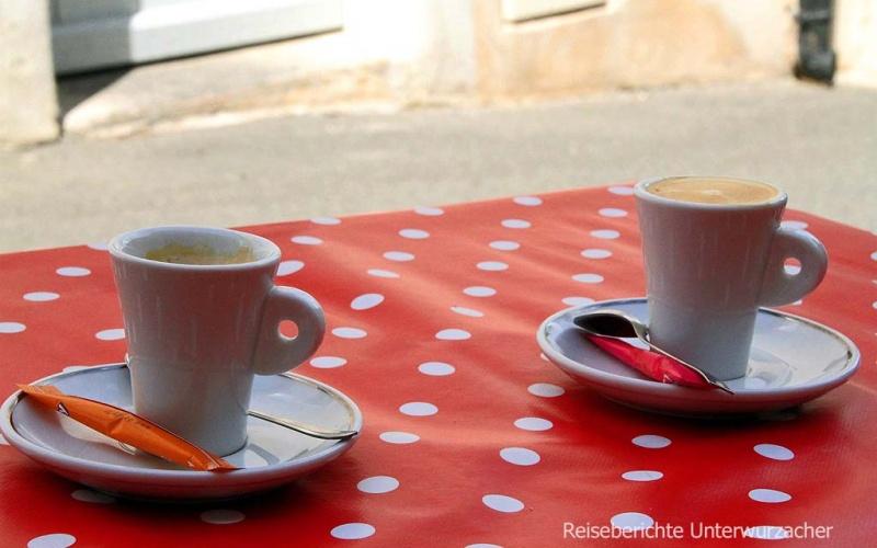 ... schlechter Kaffee (laut Margreth) in Gordes ...