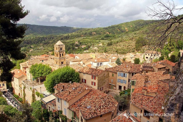... über den Dächern von Moustiers-Saint-Marie