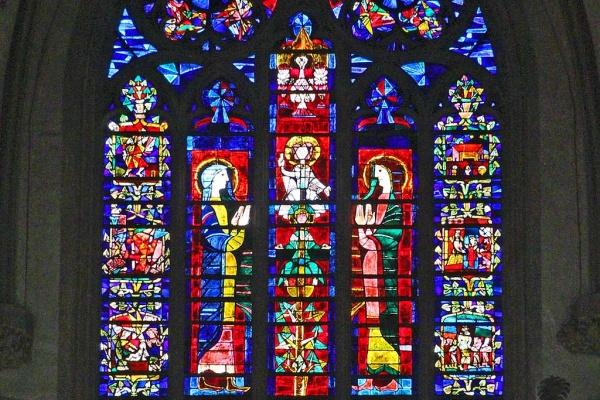 Interessante Glasfenster im Augsburger Dom ...
