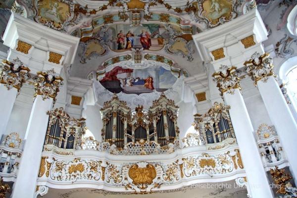 Süddeutsche Orgel eingerahmt vom Rokoko ...