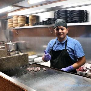Miguel, der nette Koch erklärt uns seine Künste ...