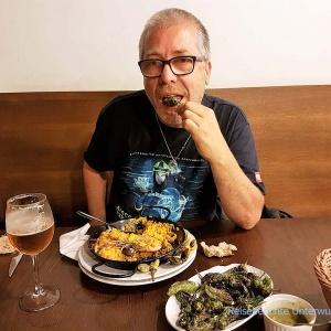 Paella mit Meeresfrüchten (... auch Garnelen ...) und köstlichen Pimientos de padrón