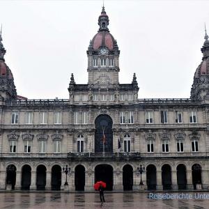 Plaza de Maria Pita und Rupert (roter Schirm ...)