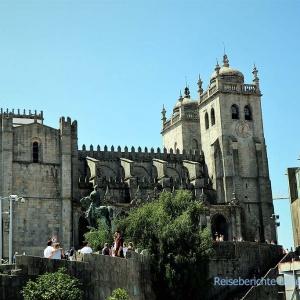 Majestätisch auf einem Hügel gelegen: Sé do Porto