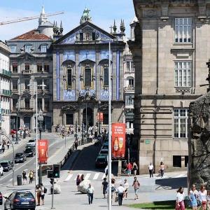 Prachtvolle Fassaden in Porto's Innenstadt ...