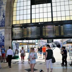 Der Bahnhof São Bento mit seinen berühmten Azulejos ist ebenfalls eine Touristenattraktion ...