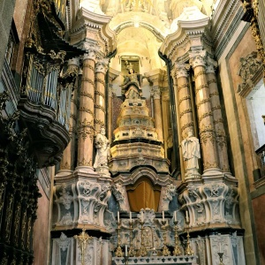 Altar in der Clérigos-Kirche ...