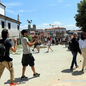 Ein Filmteam dreht einen Tourismusfilm über Porto ...