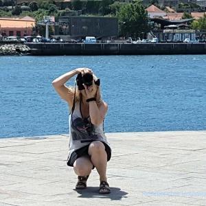 ... was mag diese Dame wohl fotografieren ...