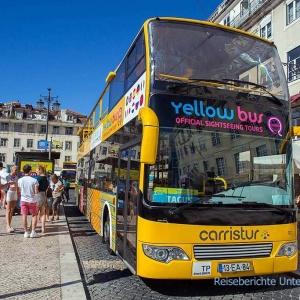 ... mit einem der vielen Sightseeing-Busse ...
