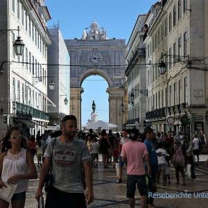 Fußgängerzone in Lissabon Richtung Tejo-Ufer - Stadtteil Baixa