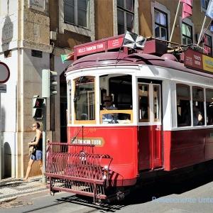 Lissabon ist bekannt für seine Straßenbahnen ...
