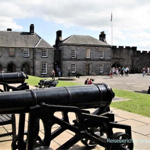 Nach der Verwendung als Königssitz und vielen Belagerungen, wurde die Burg als Kaserne genützt ...