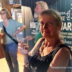 Natürlich gehört eine Verkostung des Talisker-Whiskys auch dazu -  Torfiger geht nicht mehr, sagt Sonja ...