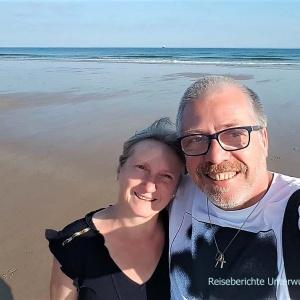 Inverboyndie Beach: Zwei glückliche Urlauber ...