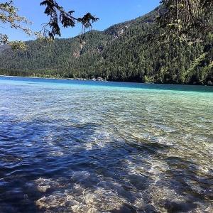 Weißensee: Türkisblaues Wasser, wie in der Karibik ...