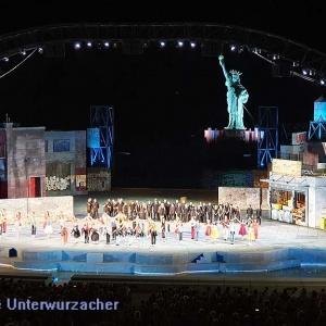 Beeindruckendes Bühnenbild - schöne Aufführung